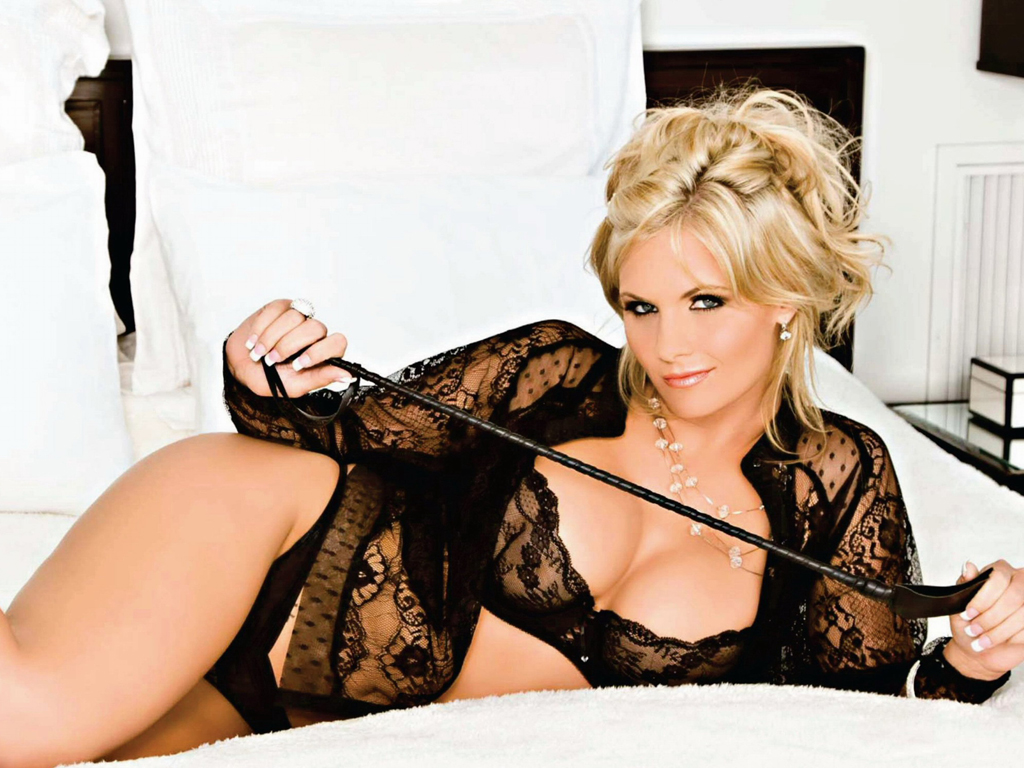 Sexy lesbians Phoenix Marie  № 328688 бесплатно